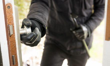 Spărgător de locuințe, prins de polițiștii clujeni. A furat bunuri de 4.000 de lei