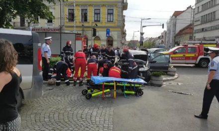 Femeie spulberată de un autoturism în Piața Avram Iancu FOTO