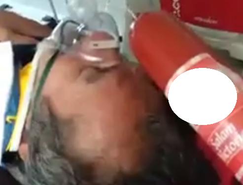 Pacient lovit în cap cu o bucată de parizer de un paramedic  VIDEO