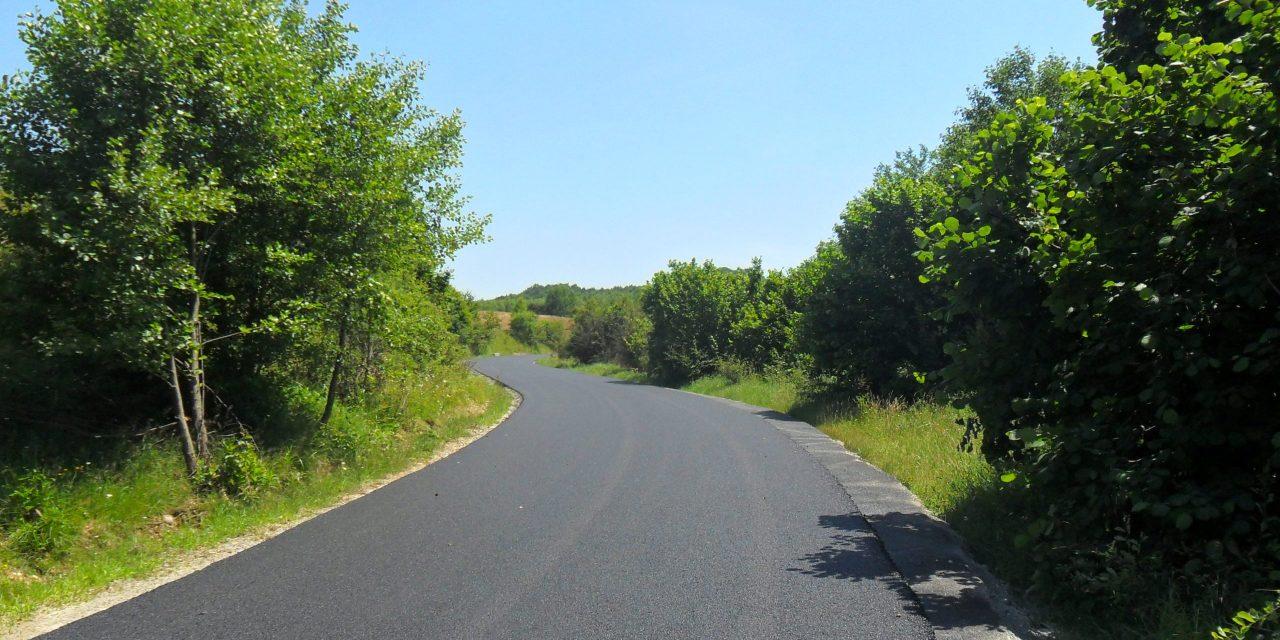 Cluj: Au fost finalizate lucrările de asfaltare pe drumul județean 191D (DJ 108A) Vânători – limită cu județul Sălaj FOTO