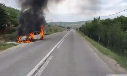 Cluj: Autoturism distrus de flăcări VIDEO