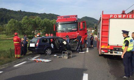 Accident cu victime la Bucea. Au intrat cu mașina sub un TIR FOTO VIDEO