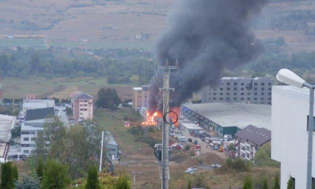Incendiu puternic la un depozit din Floresti FOTO-VIDEO