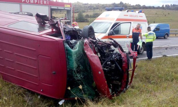 Accident pe un drum din Cluj.  Trei persoane au ajuns la spital FOTO