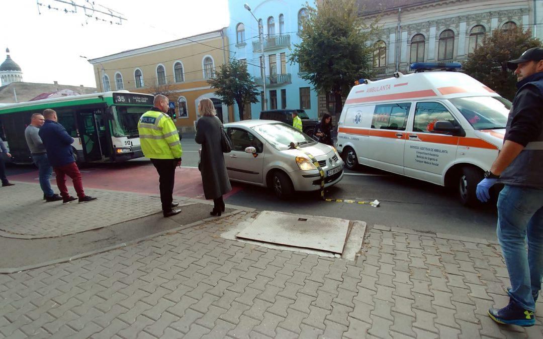 Accident între un autobuz și un autoturism în centrul Clujului