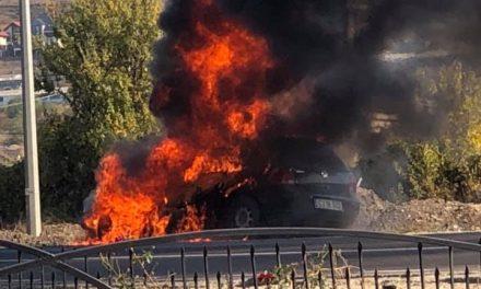 Autoturism distrus de flăcări în Sânnicoara FOTO