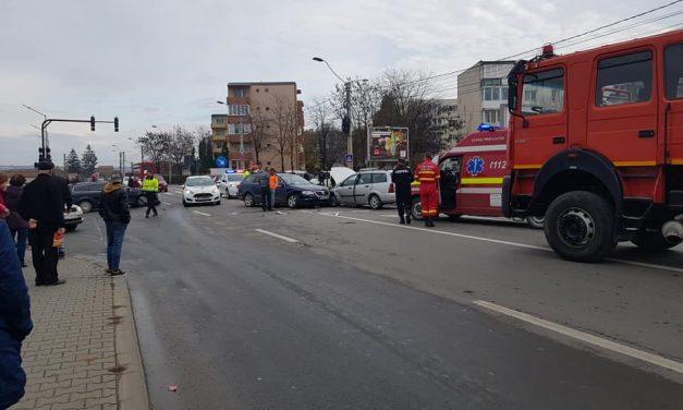 Accident în Turda, mai multe autoturisme implicate FOTO