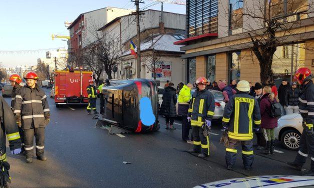 Un autoturism s-a rasturnat pe strada Dorobantilor FOTO