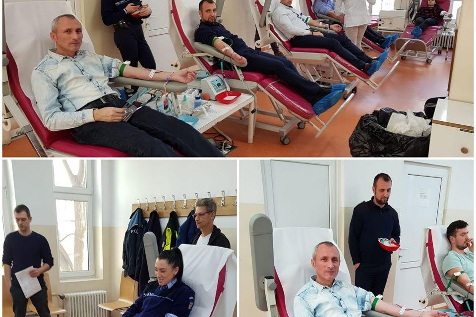 """Polițiștii din Dej au donat sânge: """"un gest simplu și de normalitate, prin care fiecare picătură contează!"""""""