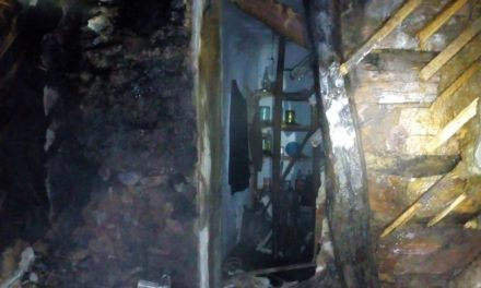 CLUJ: Noapte de Revelion de cosmar. O familie a rămas sub cerul liber după ce casa le-a fost  distrusa de flăcări  FOTO