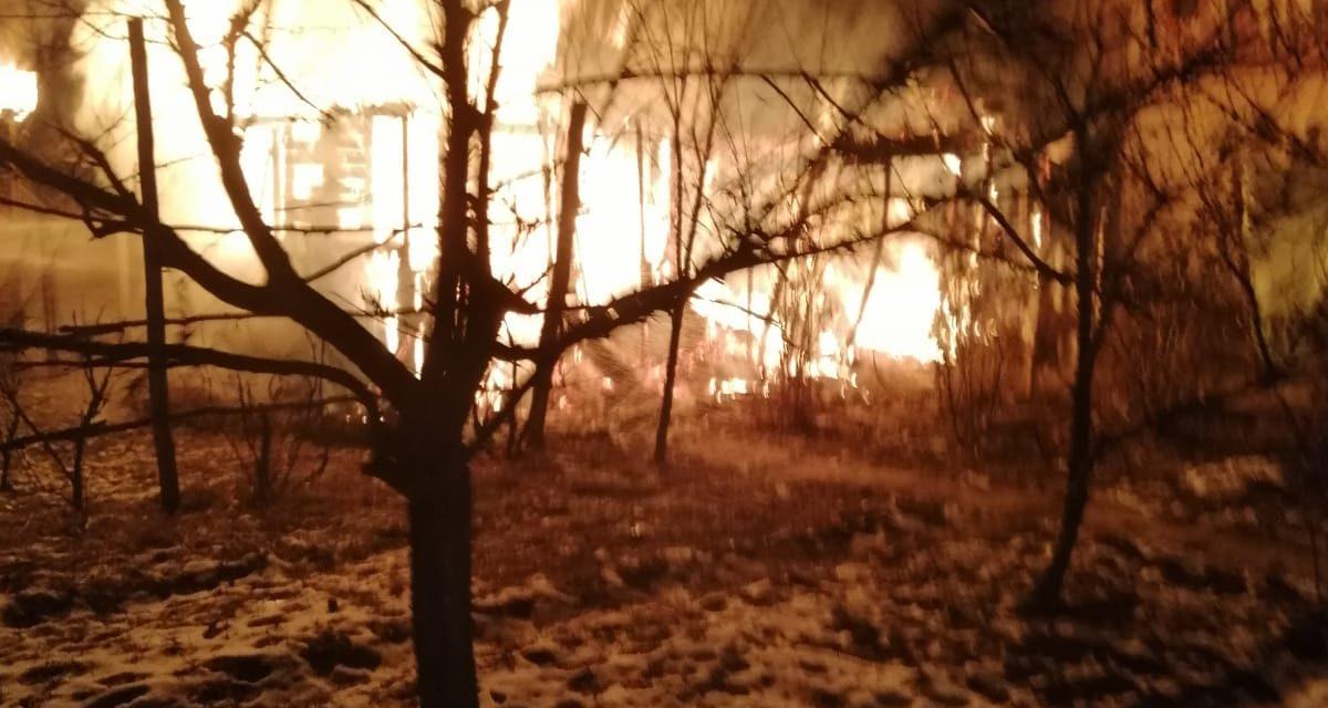 Incendiu violent in Coplean. 10 pompieri s-au luptat cu flacarile FOTO