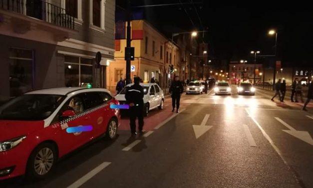 """Razie de amploare, cu efective mărite, la Cluj. Taximetriștii """"în lacrimi"""" : """"Dube de jandarmi? Zeci de mașini de poliție? Nu suntem infractori!"""" FOTO"""