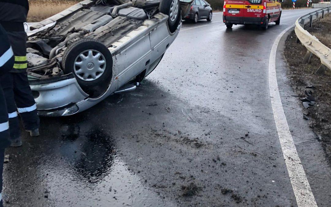 S-au răsturnat cu mașina pe Feleac FOTO