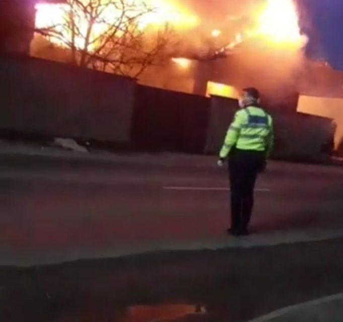 Incendiu violent la o casă din Luna de Sus VIDEO