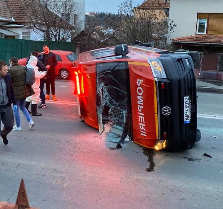 Cluj: Impact  între un microbuz SMURD și un autoturism FOTO