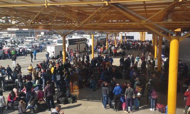 Mii de persoane pe Aeroportul International Cluj FOTO