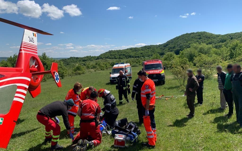 Accident de muncă într-o pădure din Cluj. Un tânăr a fost transportat la spital cu elicopterul SMURD FOTO