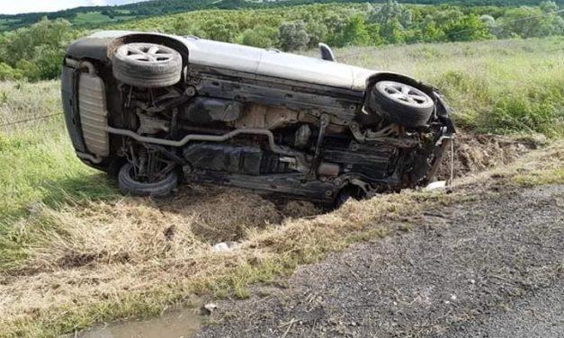 Accident la ieșire din Baciu. O persoană a fost rănită FOTO