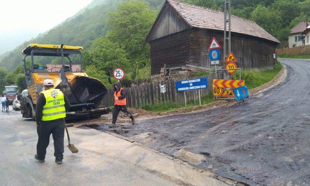 CJ Cluj: A demarat asfaltarea sectorului de drum județean Mărişel – Măguri Răcătău FOTO