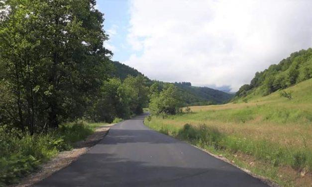 Au fost finalizate lucrările de asfaltare pe drumul județean 103J Alunișu – Săcuieu – Vișag
