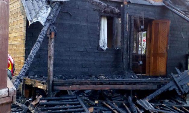 Incendiu în Mărișel. Cabană cuprinsă de flăcări FOTO
