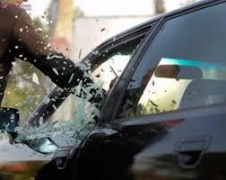 Spărgător de mașini prins de un polițist aflat în timpul liber