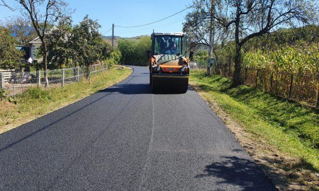 Au fost finalizate lucrările de asfaltare pe drumul judeţean 182F Cuzdrioara – Valea Gârboului – Rugășești