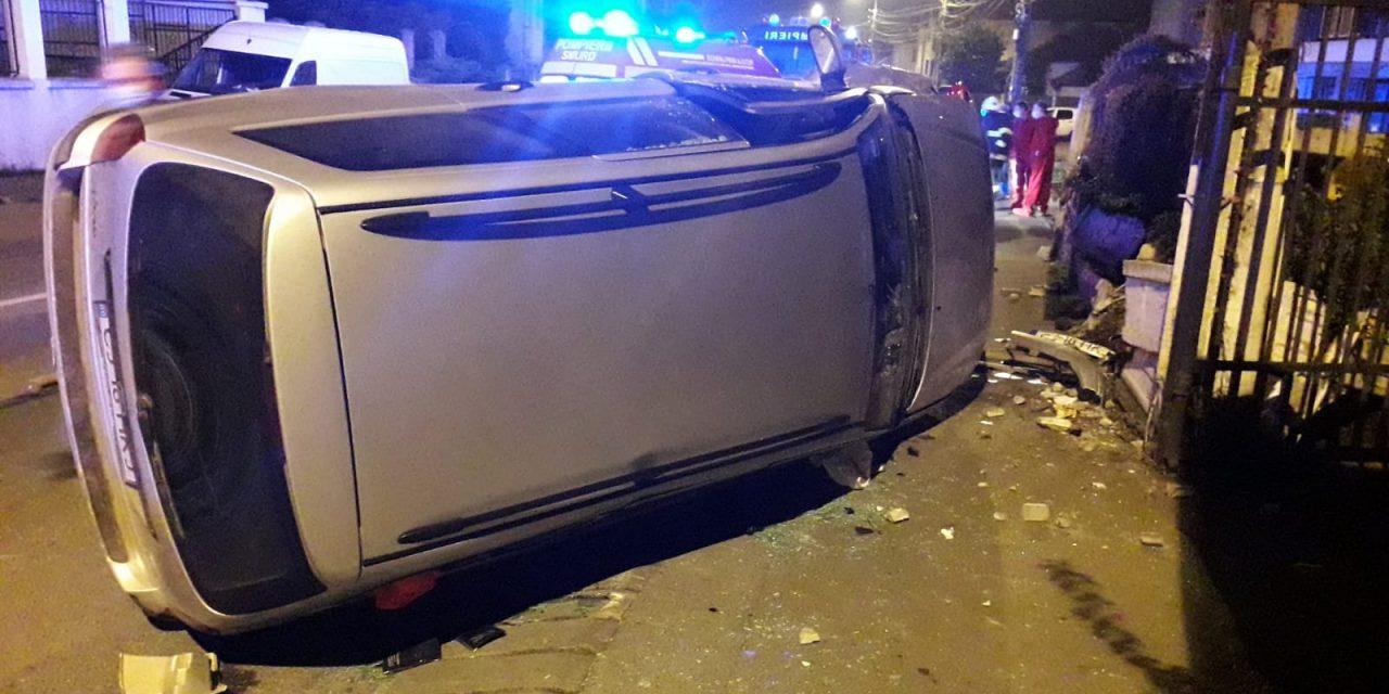 Cluj: Autoturism răsturnat pe strada Maramureșului FOTO