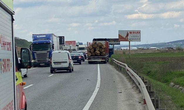 Cluj: Accident între un autocamion și un autoturism FOTO