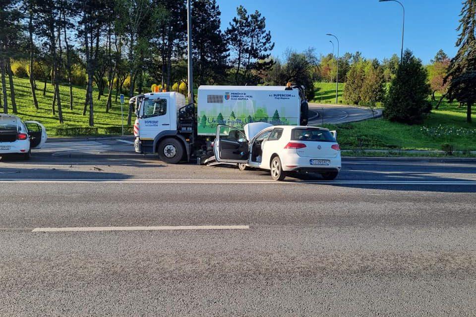 Două mașini s-au ciocnit pe Calea Florești
