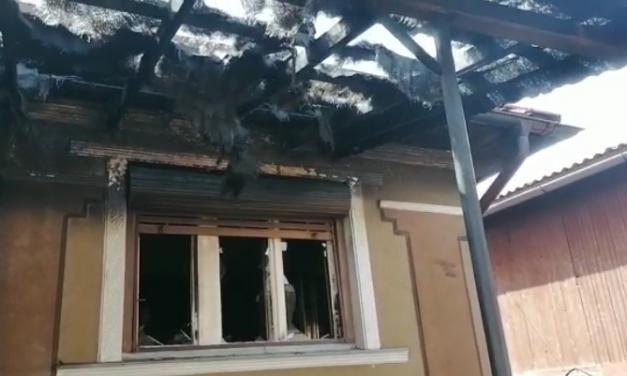 Incendiu de locuință la Huedin, produs de o lumânare aprinsă lăsată nesupravegheată VIDEO