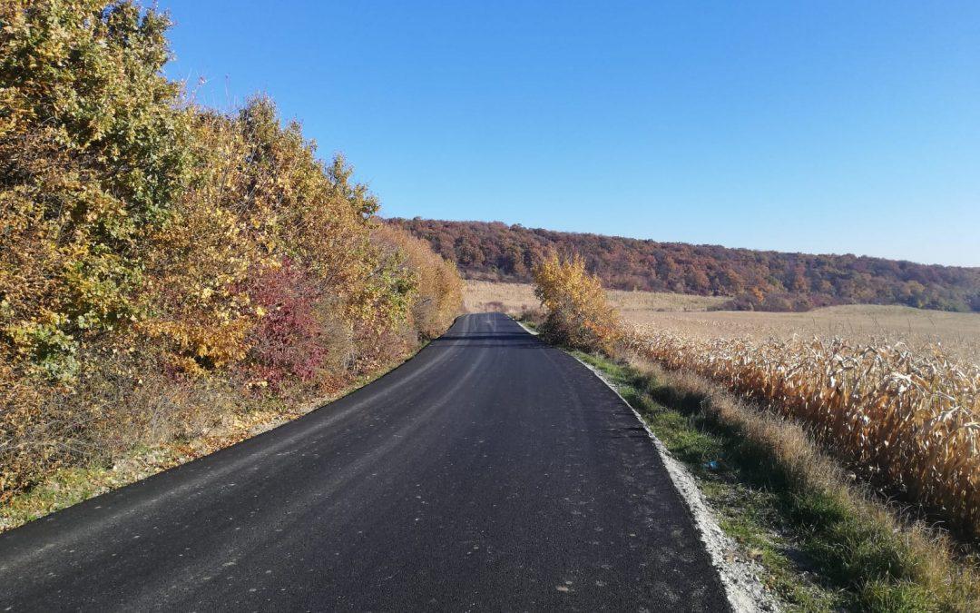 Cluj : Au fost  finalizate lucrările de asfaltare pe drumul județean 161K Bărăi – Sava.