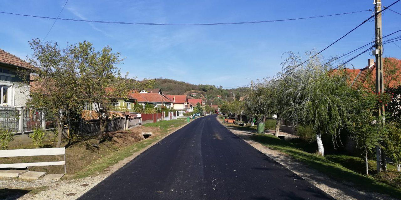 Lucrări de asfaltare pe raza localității Sic